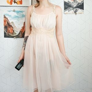 VTG Semi-sheet vanity Fair Pink Lace night gown